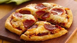 Make mini pizzas at Green's Windmill